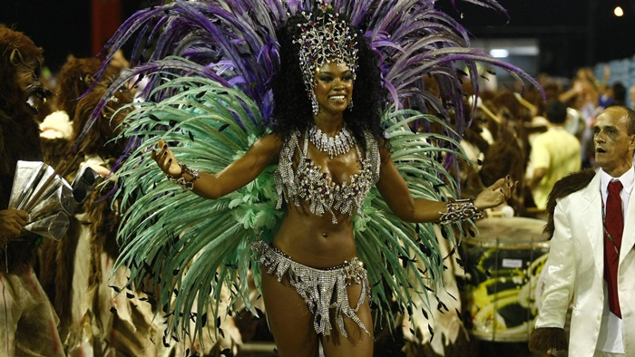 During Carnival 2015 , Cris Vianna will parade in front of the Empress of battery Leopoldinense again