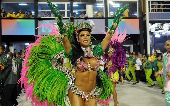 For the second consecutive year, Gracyanne Barbosa will show corpão the battery X -9 Paulistana. It contains the parades of the Carnival of Sao Paulo