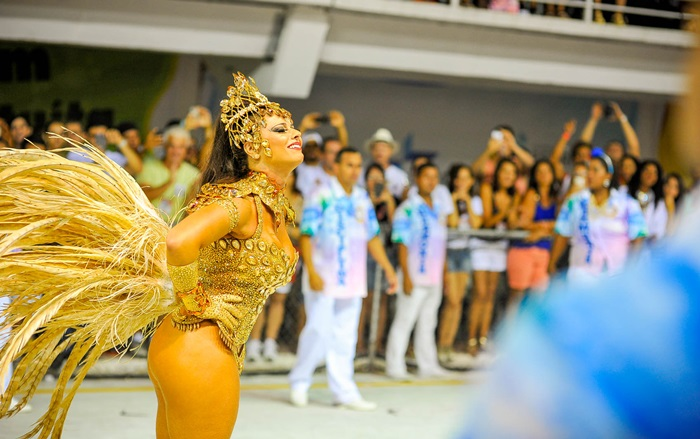 Viviane Araujo has the title of samba school drum queen Academic Willow, and parading the Mancha Verde, São Paulo School